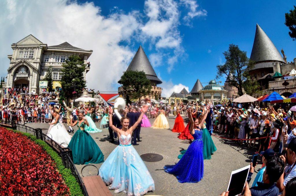 Ba Na Hills nhiều vũ hội thu hút du khách